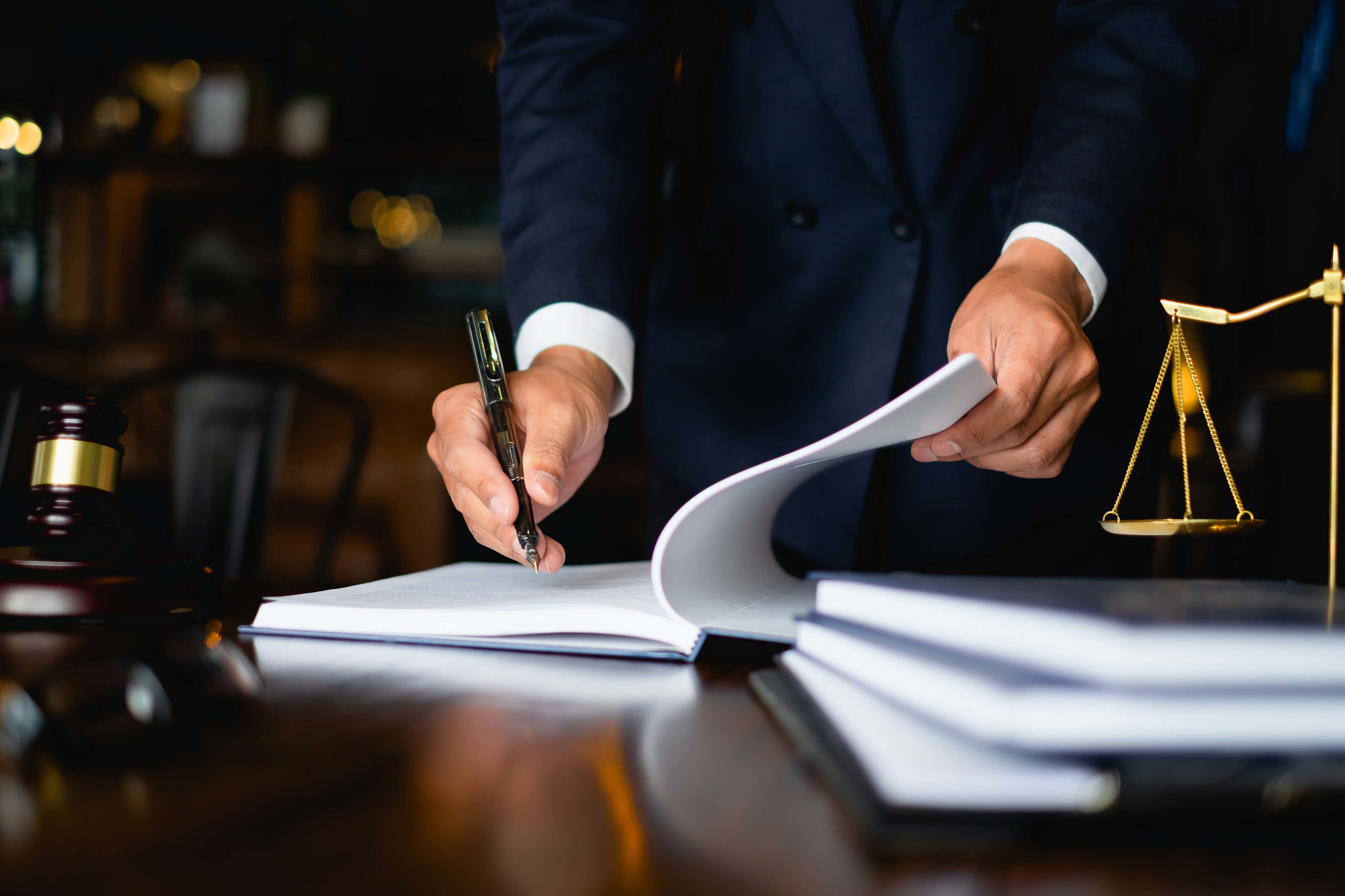 lawyer-attorney-consulting