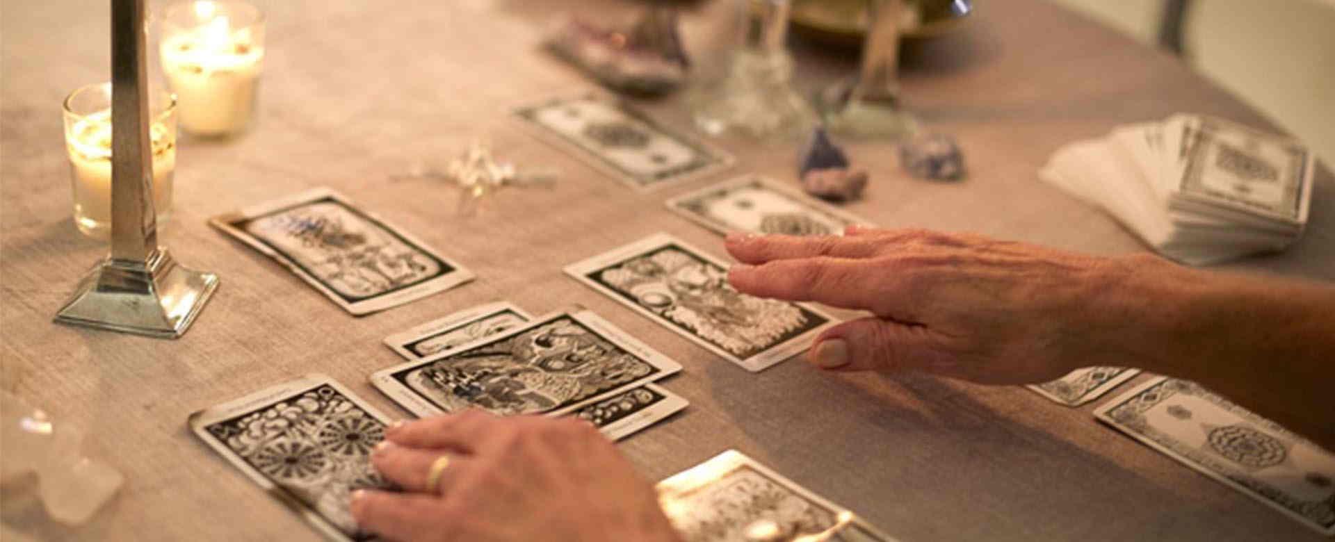 tarot-reading-sessions